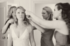 bridesmaids_help_bride